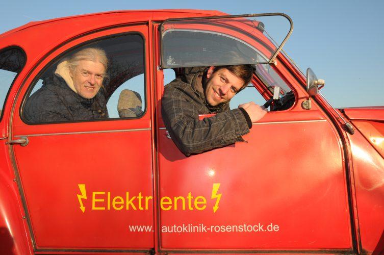Elektromobil mit umgebauten Enten